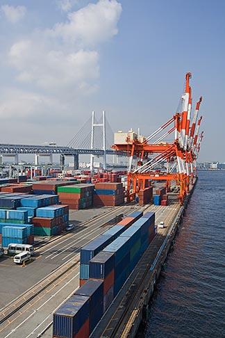 image 7-675-3851 Japan, Yokohama, Container cranes, Port of Yokohama