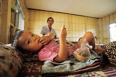 image 8-560-7 Laos, Phon Hong Hospital, Young patient