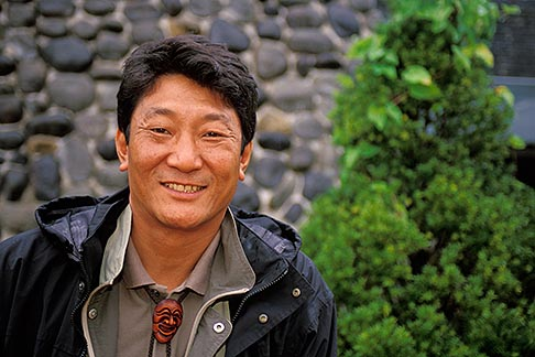 image 2-681-17 South Korea, Hahoe Village, Tour Guide
