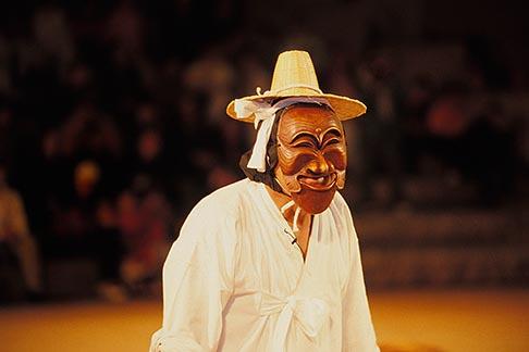 image 2-700-47 South Korea, Andong , Mask Dance Festival, Hahoe Pyolshingut Mask Dance