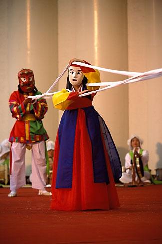 image 2-701-31 South Korea, Andong , Mask Dance Festival, Unyul Mask Dance