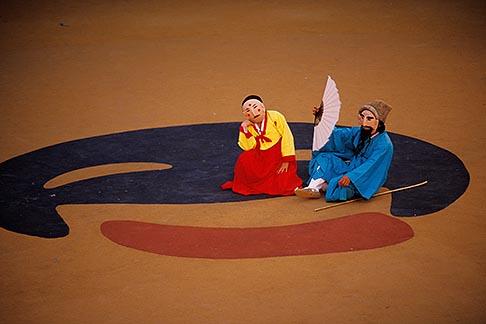 image 2-701-52 South Korea, Andong , Mask Dance Festival, Tongyoung Okangdae