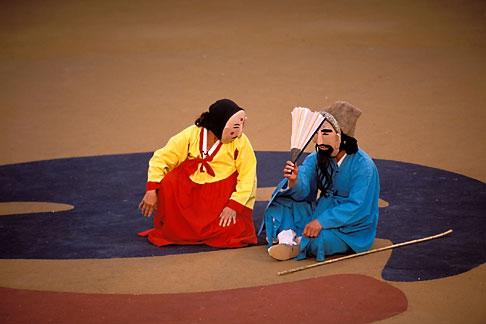 image 2-701-55 South Korea, Andong , Mask Dance Festival, Tongyoung Okangdae
