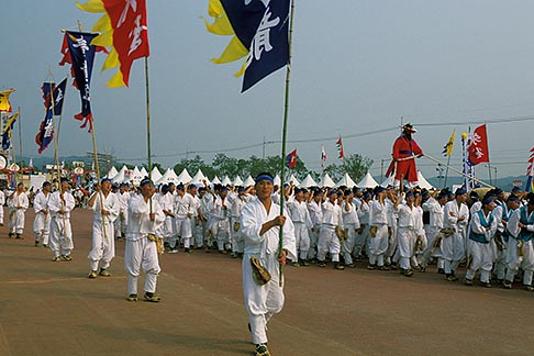 image 2-702-16 South Korea, Andong , Mask Dance Festival, Chajeon Nori