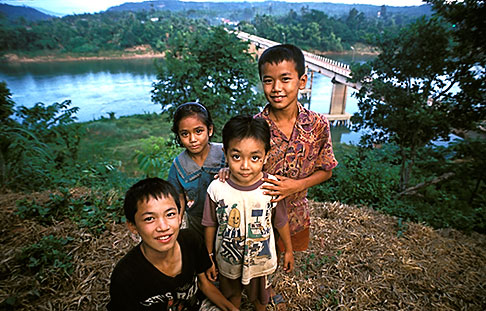 image 8-570-1 Laos, Vientiane Province, Children, Thalat