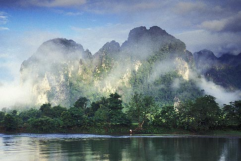 image 8-581-3 Laos, Vang Vieng, Morning mist on the river