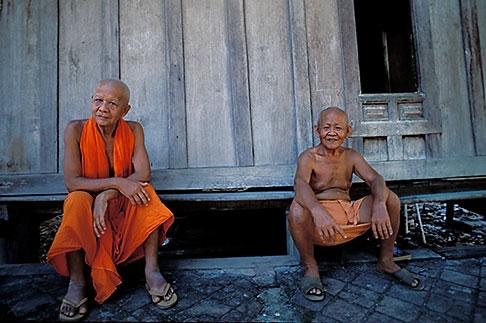image 8-600-3 Laos, Luang Prabang, Buddhist Monks