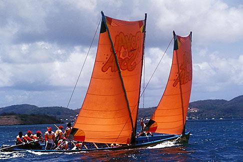 image 8-311-18 Martinique, Yoles rondes racing