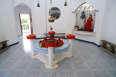 image 9-201-44 Mauritius, Hindu temple, Poste de Flacq