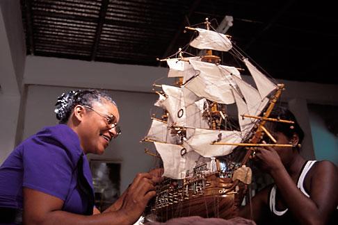image 9-203-32 Mauritius, Curepipe, Model shipbuilding