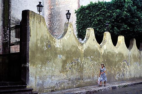 image 4-290-30 Mexico, San Miguel de Allende, Street scene
