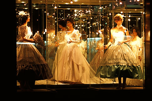 image 5-35-1 Mexico, Mexico City, Dress shop