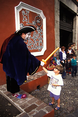 image 5-55-30 Mexico, Mexico City, Mime, Bazar Sabado, San Angel