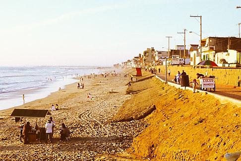 image S4-235-4 Mexico, Tijuana, Playas de Tijuana