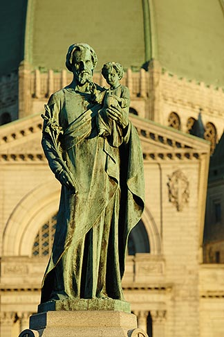 image 6-460-1763 Canada, Montreal, Mount Royal, Saint Josephs Oratory, Statue of Joseph and Jesus