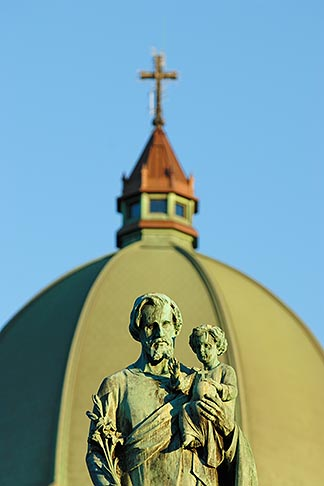 image 6-460-1765 Canada, Montreal, Mount Royal, Saint Josephs Oratory, Statue of Joseph and Jesus