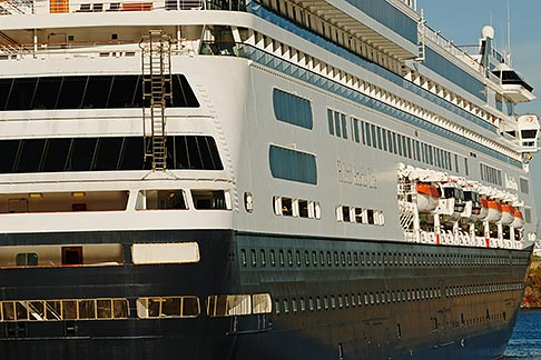image 6-460-2029 Canada, Montreal, Cruise ship at dock