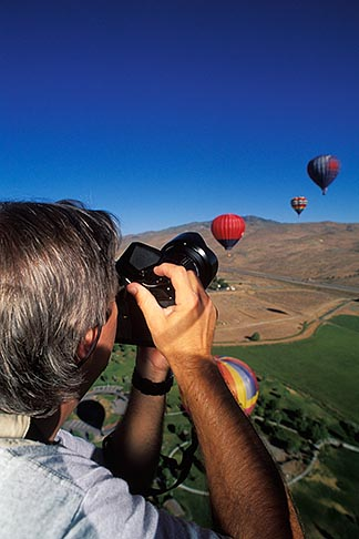 image 0-326-91 Nevada, Reno, Photographing from a hot air balloon
