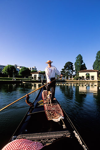 image 4-729-30 California, Oakland, Lake Merritt, Gondola Servizio