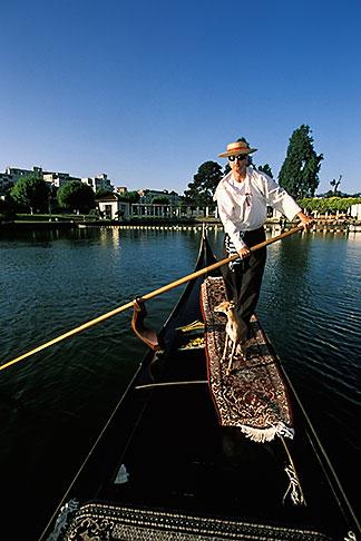image 4-729-36 California, Oakland, Lake Merritt, Gondola Servizio