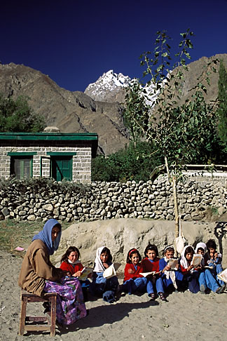 image 4-444-13 Pakistan, Hunza, Schoolteacher and class, Gulmit