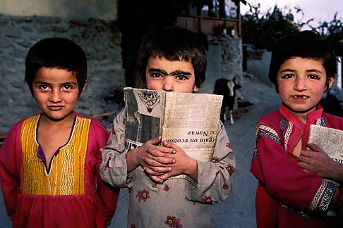 image 4-452-15 Pakistan, Hunza Young children, Karimabad