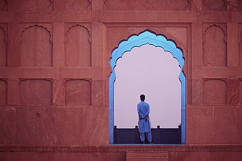 4-466-34  stock photo of Pakistan, Lahore, Early morning meditation, Badshahi Mosque