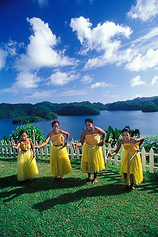 image 8-107-32 Palau, Koror, Palauan dancers