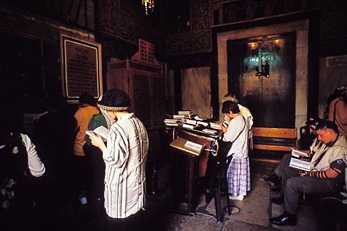 image 9-350-33 Palestine, West Bank, Hebron, Jewish prayers, Tomb of Abraham