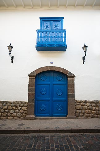 image 8-761-1123 Peru, Cuzco, Ornate decorative doorway and balcony