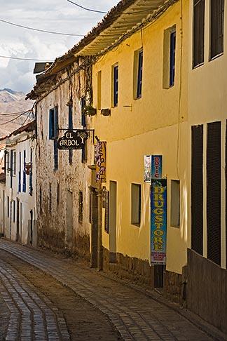 image 8-761-880 Peru, Cuzco, Narrow cobbled street in historic San Blas district