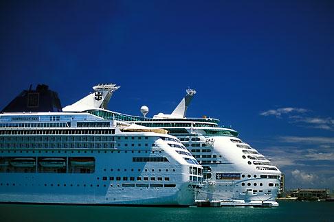 image 1-351-67 Puerto Rico, San Juan, Cruise ships in harbor