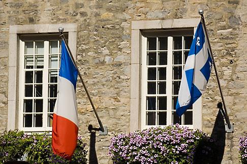 image 5-750-9282 Canada, Quebec City, Flags