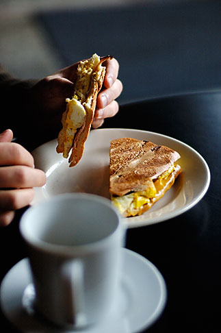 image S5-10-1654 California, Eating Breakfast