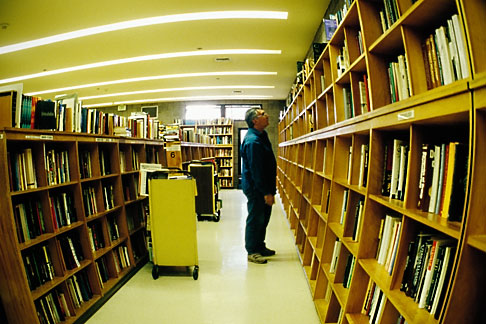 image S5-162-99 California, Berkeley, Moes Bookstore