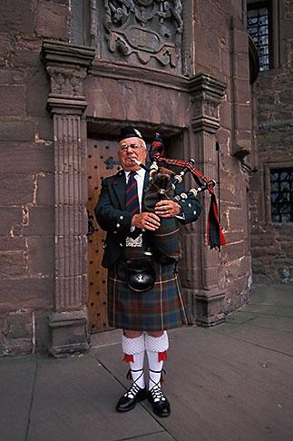 image 1-521-97 Scotland, Angus, Glamis Castle, bagpiper