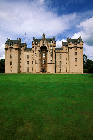 image 1-530-50 Scotland, Aberdeenshire, Fyvie Castle