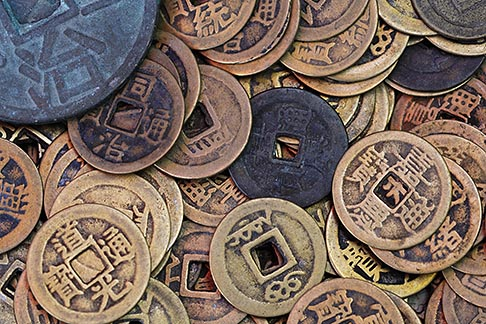 image 7-620-101 China, Old coins in market