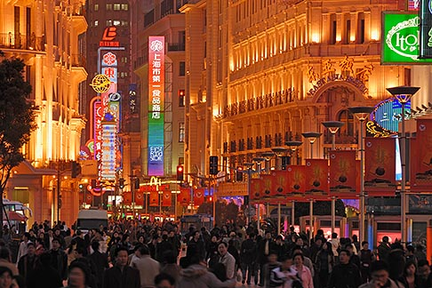 image 7-620-4375 China, Shanghai, Nanjing Road, Pedestrian Shopping Street