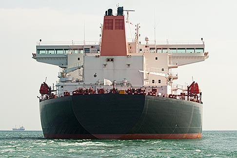 image 7-677-5184 Shipping, Oil tanker, low angle direct view from the bow