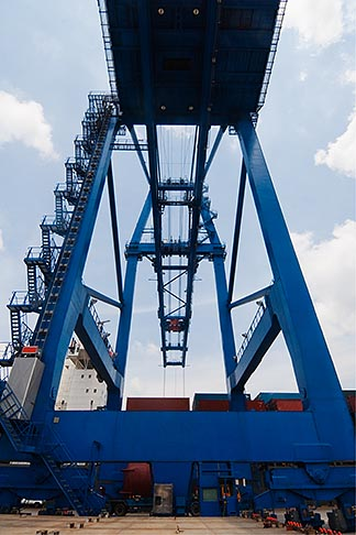 image 7-678-5848 Shipping, Container crane at port