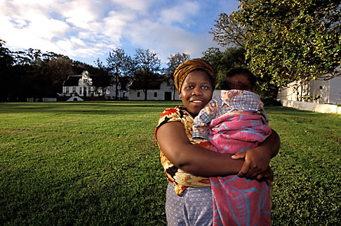 image 1-422-46 South Africa, Stellenbosch, Xhosa Mother with child
