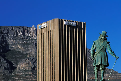 image 5-491-29 South Africa, Cape Town, Statue of Jan van Riebeeck, with Table Mountain