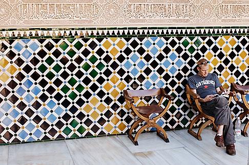 image S4-540-9805 Spain, Granada, Reading guidebook, Palacio Nazaries, The Alhambra