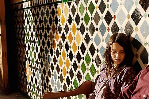 image S4-540-9813 Spain, Granada, Young girl, Palacio Nazaries, The Alhambra
