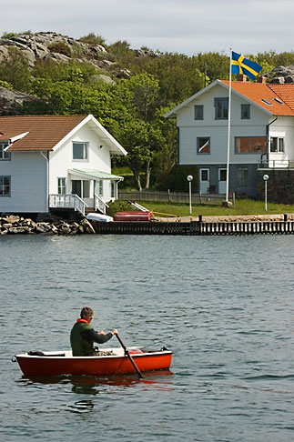 image 5-710-5426 Sweden, Marstrand, Rowing in the harbor