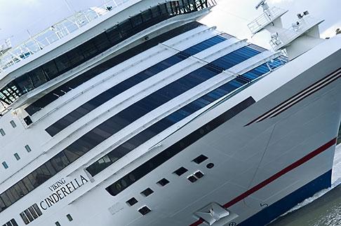 image 5-720-3307 Sweden, Stockholm, Cruise ship
