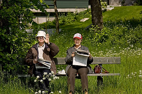 image 5-720-6669 Sweden, Stockholm, Couple beside Royal Canal