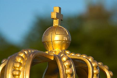 image 5-720-7732 Sweden, Stockholm, Crown on bridge to Skeppsholm
