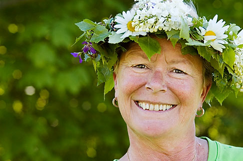 image 5-730-3409 Sweden, Grinda Island, Woman wih flower wreath for midsummer